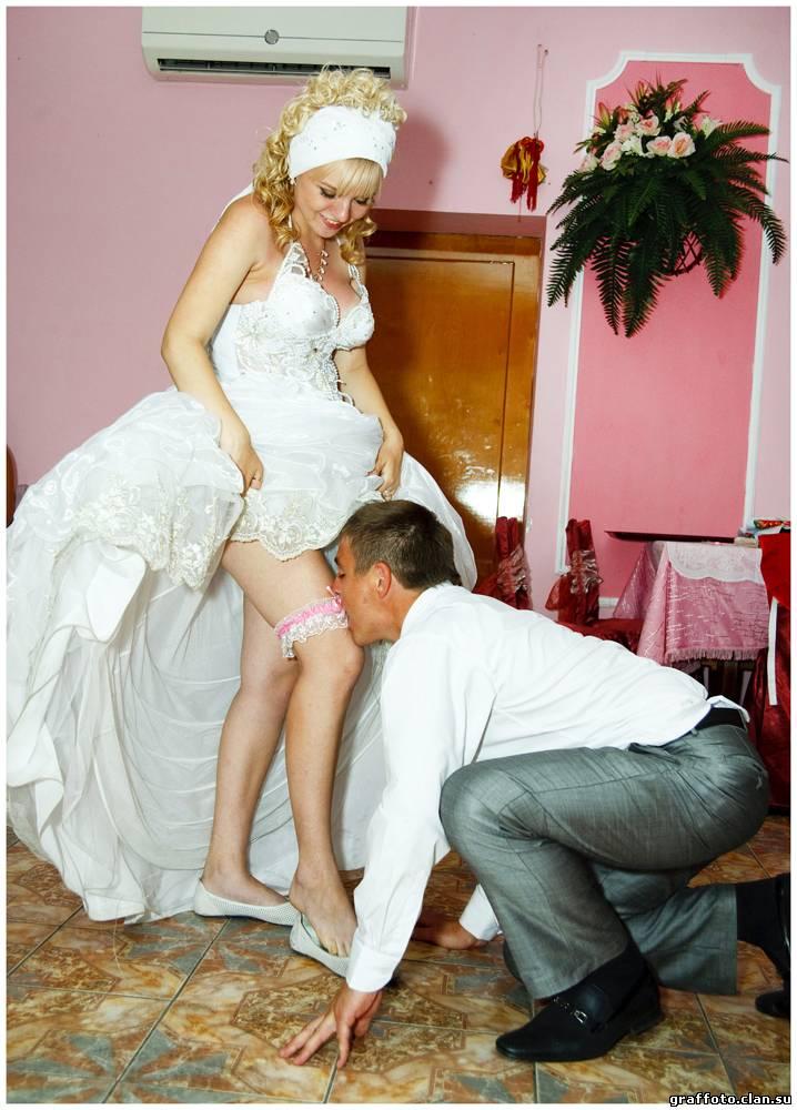 Невесту вдвоем при женихе — photo 9